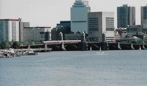 チャールズ川とロングブロウ橋