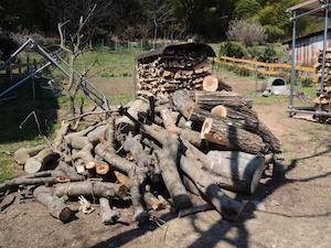 薪が薪を呼ぶ