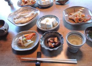 「加積窯」濱元丈二さんの作品でいただく夕ご飯