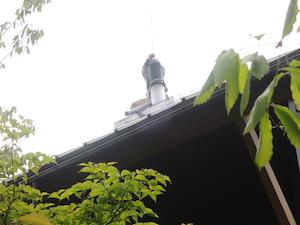煙突のトップからブラシを入れています