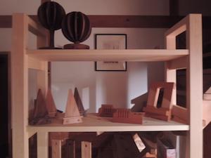 bue-dueさんの本棚に並ぶ木製小物