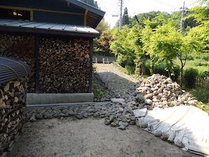 庭の石積み