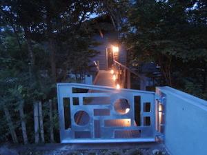 夕暮れの門扉