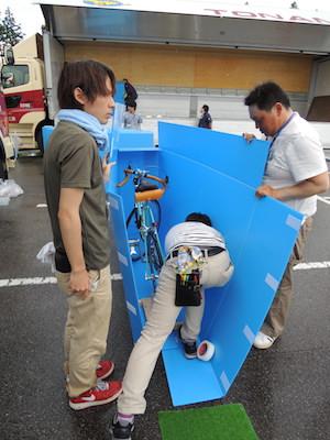 バイク梱包作業