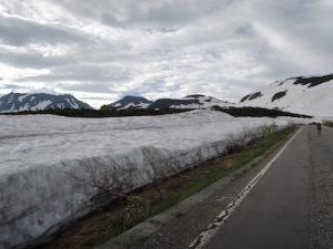 汚れた雪の壁
