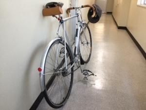 オフィス内に駐輪された愛車