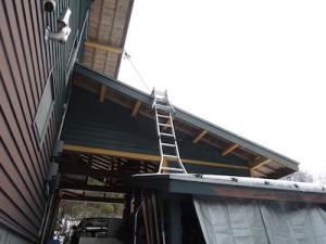 屋根に登るために