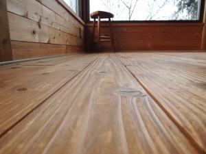 杉材の床板